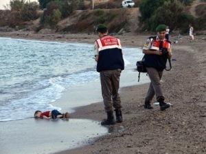 Angespülter toter Flüchtlingsjunge, voltairenet
