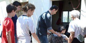 Dr. al-Assads Familie besucht Verwundete, Photo: SANA
