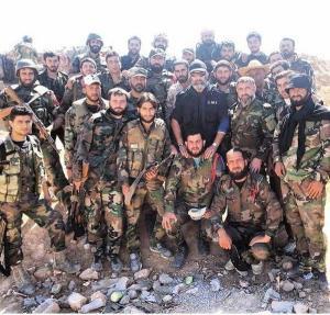 Brigadegeneral ʿIṣām Zahr ad-Dīn inmitten seiner Leute, Photo: Twitter